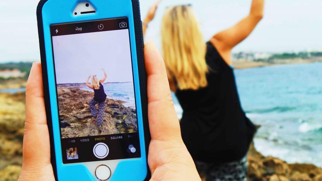 Top Tips for Newbie Travelers: Don't forget your phone while traveling