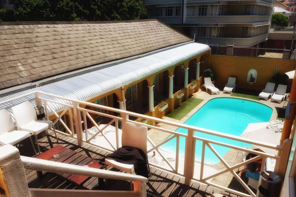 budget-cape-town-hostel-pool