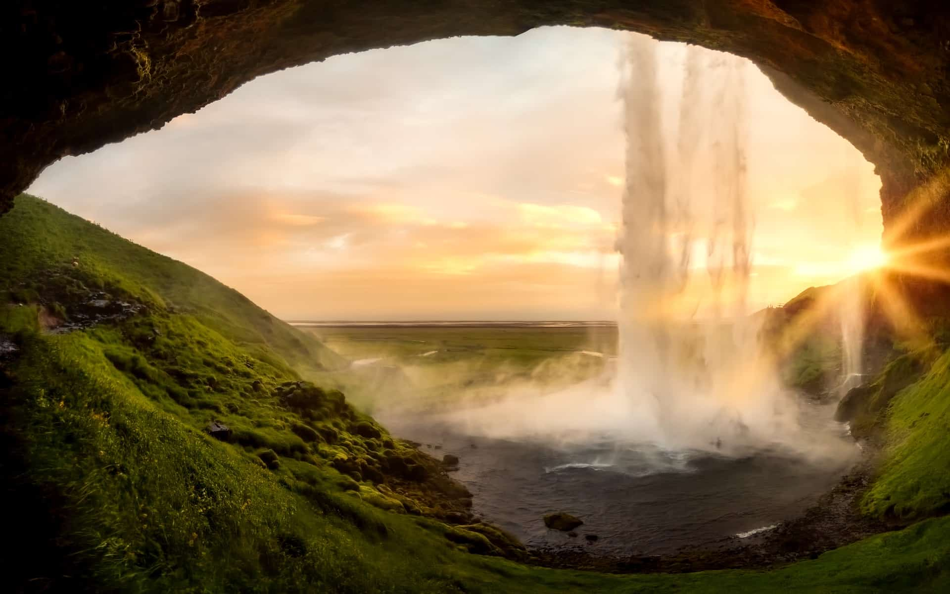 waterfalls in iceland - Seljalandsfoss