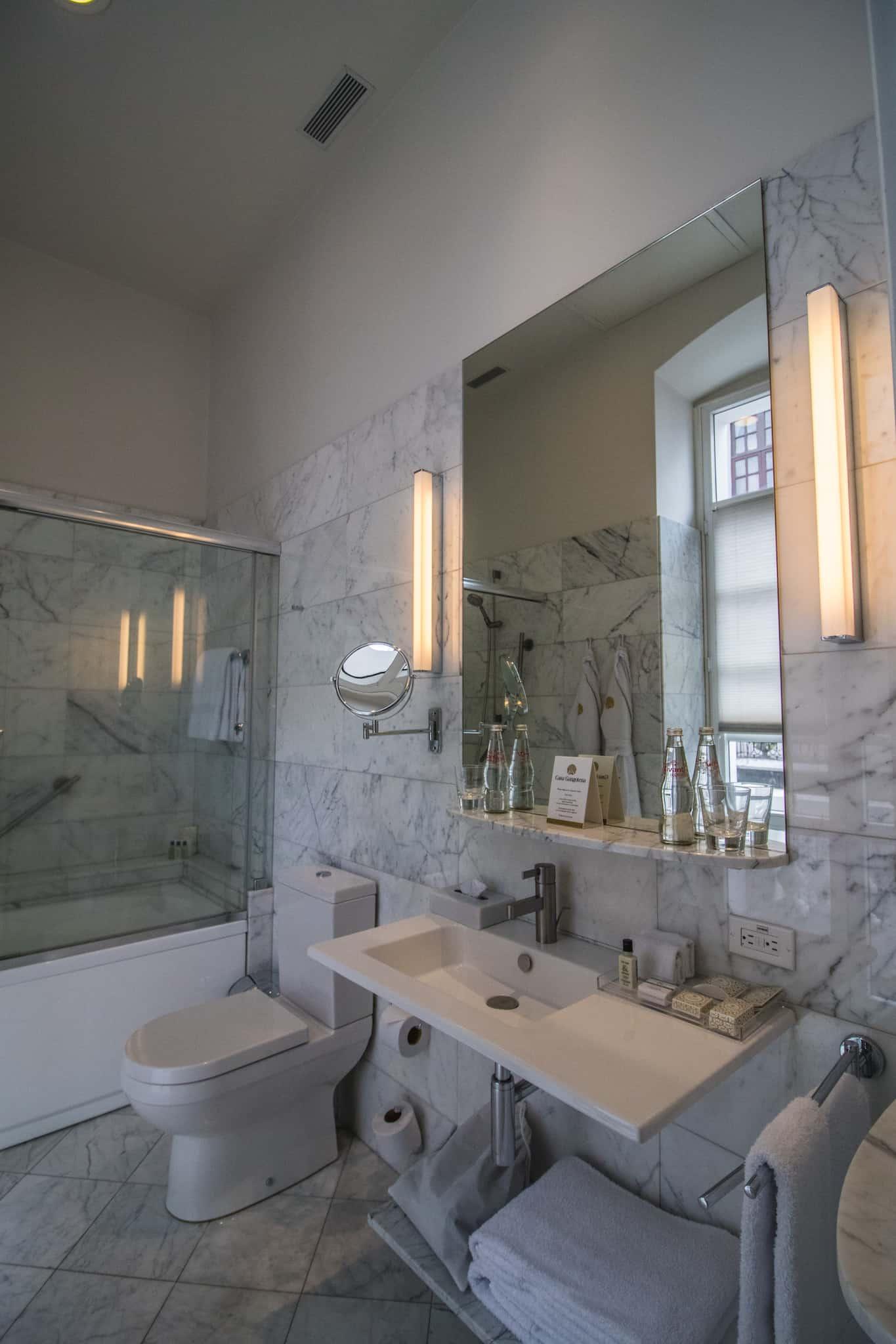 Quito - Casa Gangotena - Bathroom