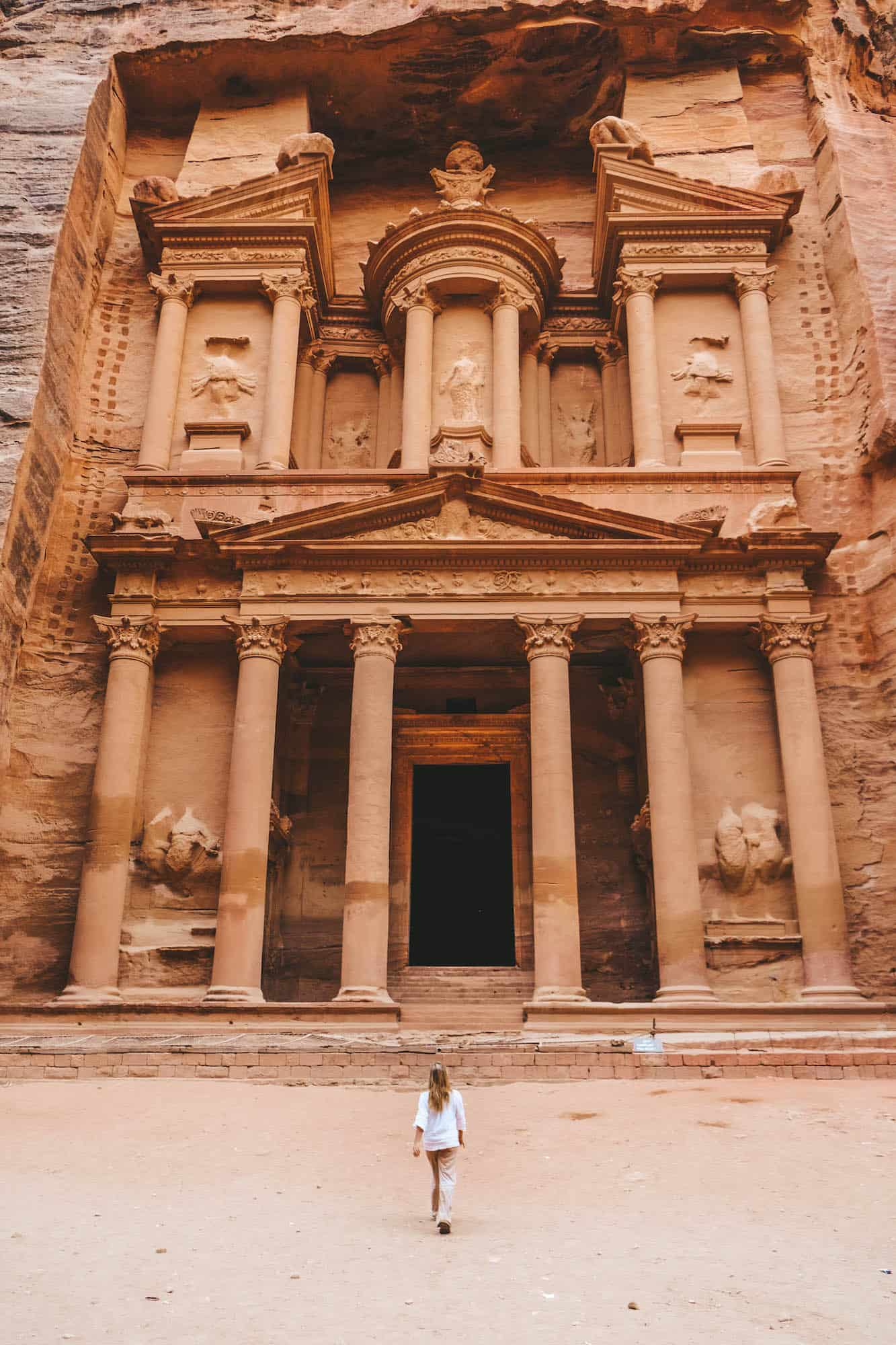 travel in jordan - petra treasury solo
