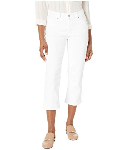 e2b35cb37edea This all depends on the season, but in the spring or summer a pair of  capris are perfect for Italian cities. Women gravitate towards light colors  during ...